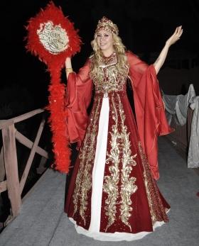 Kiralık Kareyaka Kırmızı Bindallı 36-42 Beden (İzmir Mağaza Yeni Model)